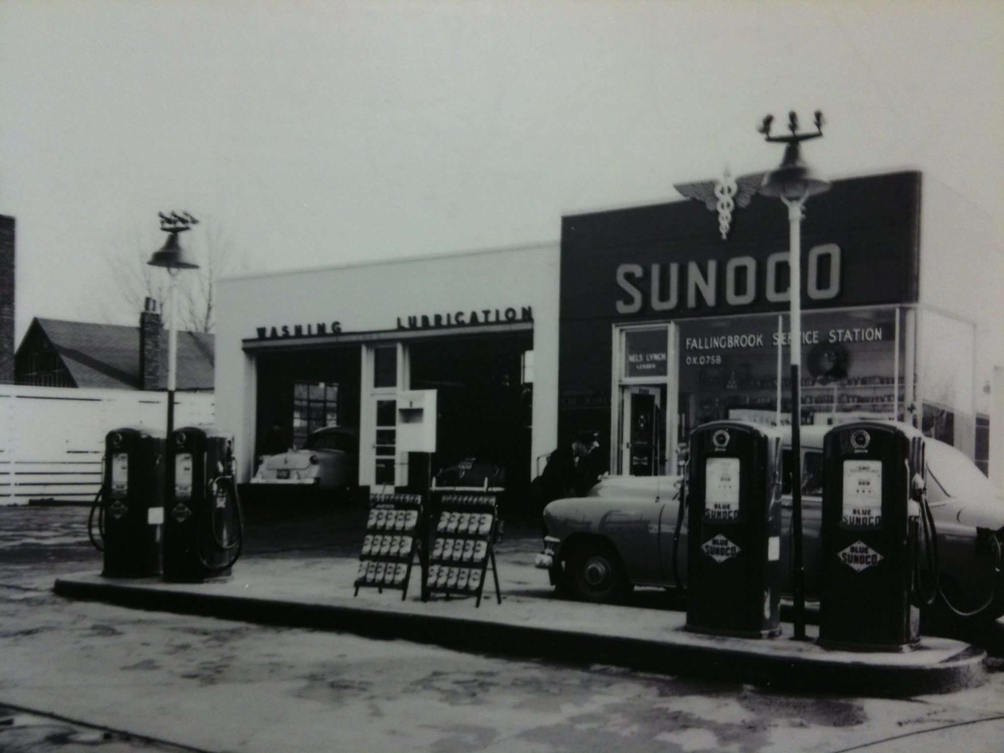 Is this an old picture of the gas station next to 1165 Kinsgton Rd? An old Sunoco.